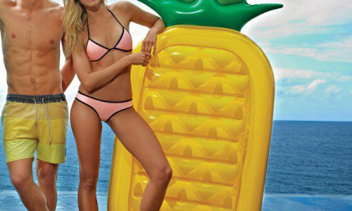 8 SIMPLE WAYS TO INCREASE THE LIFE OF YOUR BEACH AND POOL TOYS!